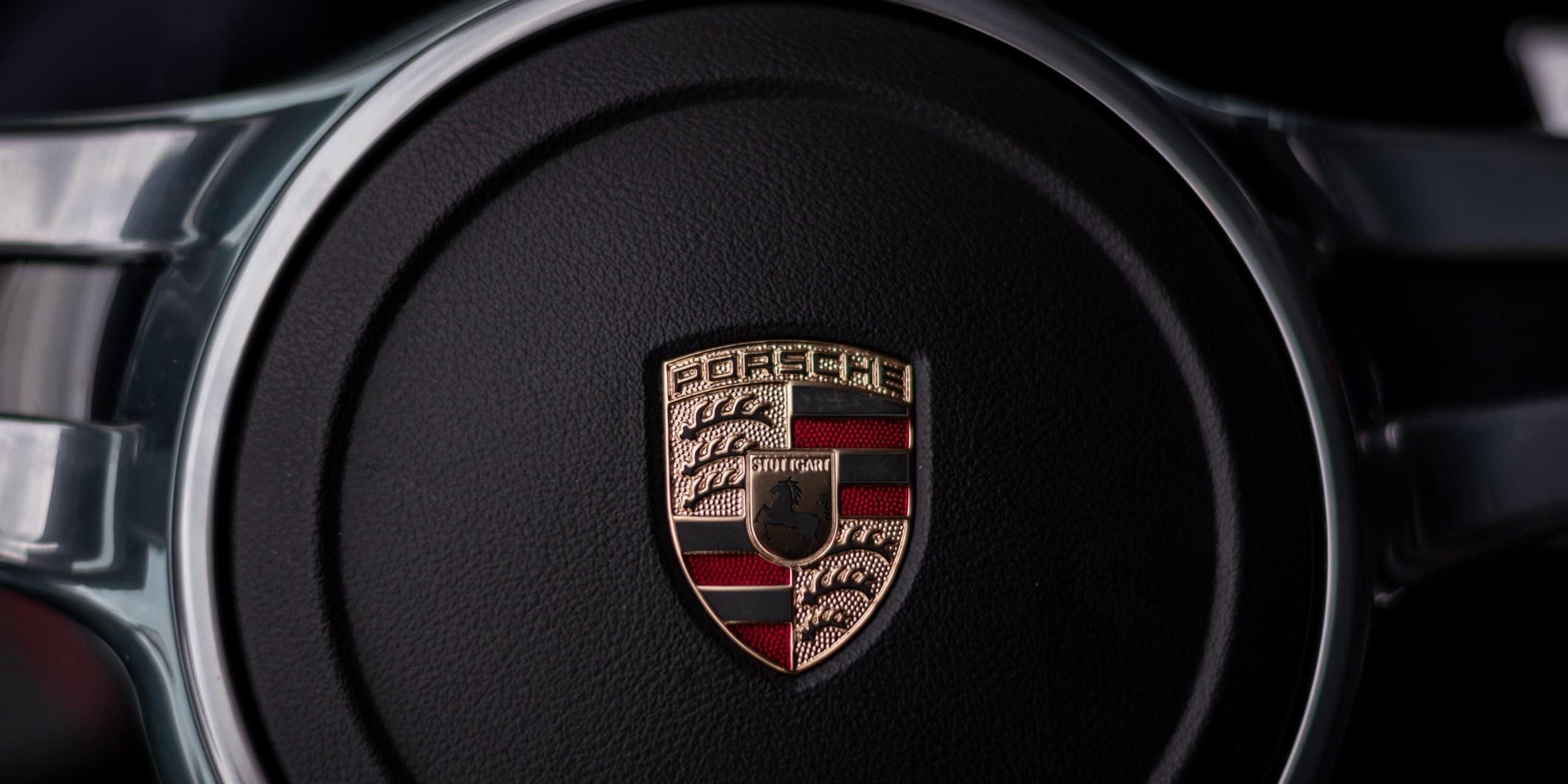 Logo von Porsche zum Beitrag der veränderten Markenkommunikation von Porsche